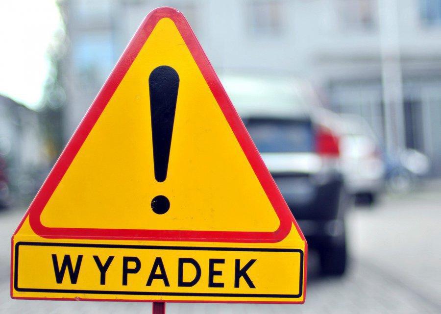 Wypadek na drodze wojewódzkiej. Motocyklista w szpitalu