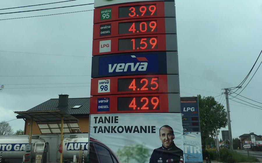 Benzyna jeszcze poniżej czwórki, ale żegnamy już niskie ceny