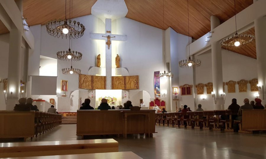 """Kościoły """"odmrożone"""". Nie ma zwolnienia od uczestnictwa w niedzielnej mszy"""
