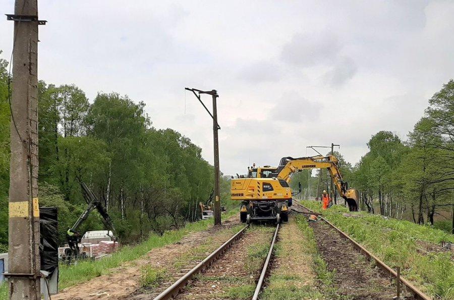 Na torach trwa praca, pociągi nie kursują