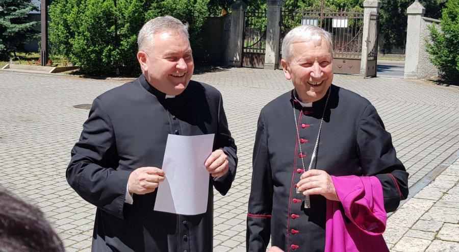 Nowy proboszcz dostał kwiaty i symboliczne klucze do parafii