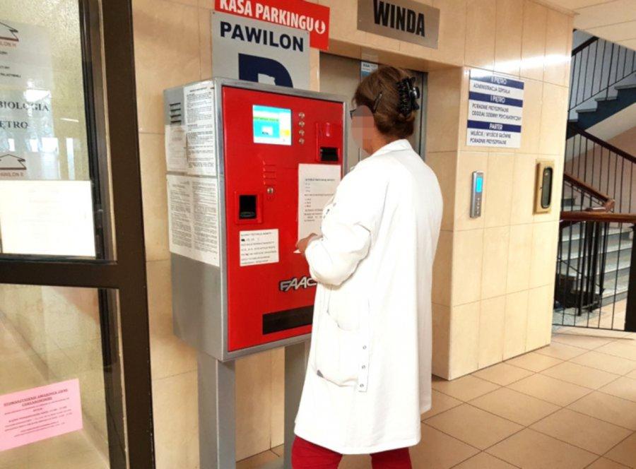 Szpitalny parkomat do wymiany