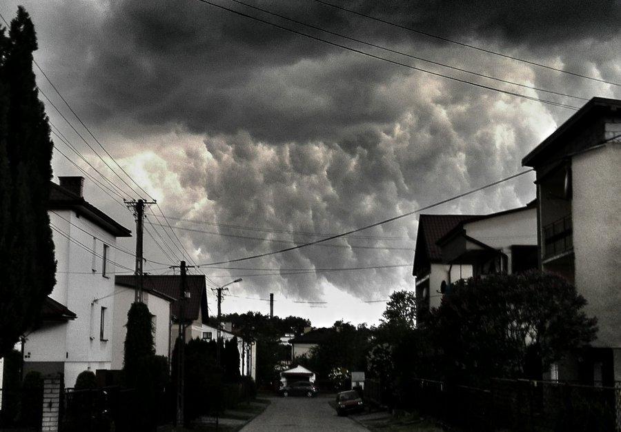 Alert pogodowy. Zapowiada się burzowy i deszczowy weekend