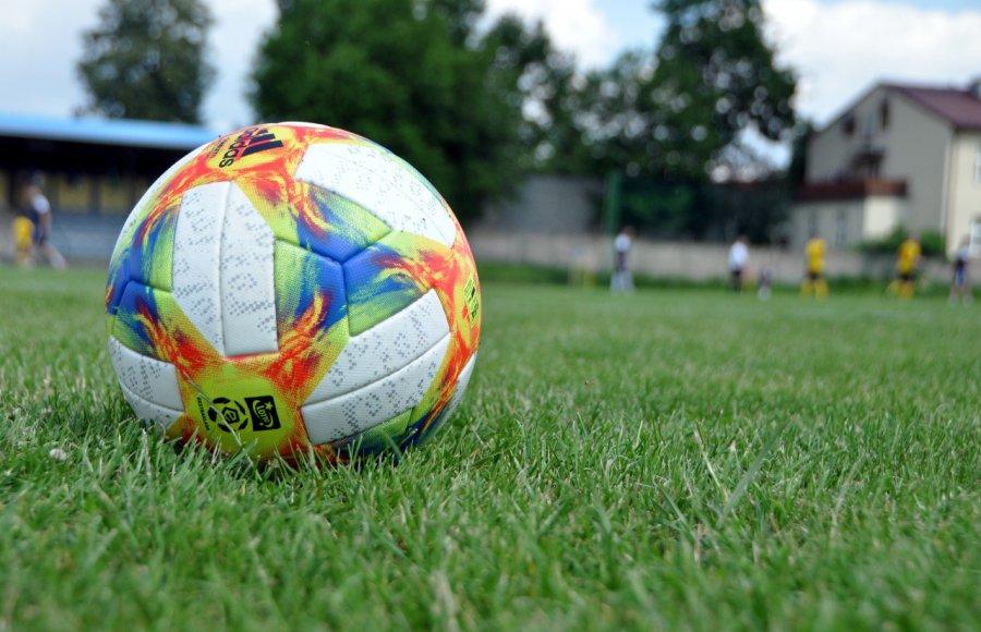 Piłkarze grali sparingi. Sprawdź wyniki sobotnich meczów