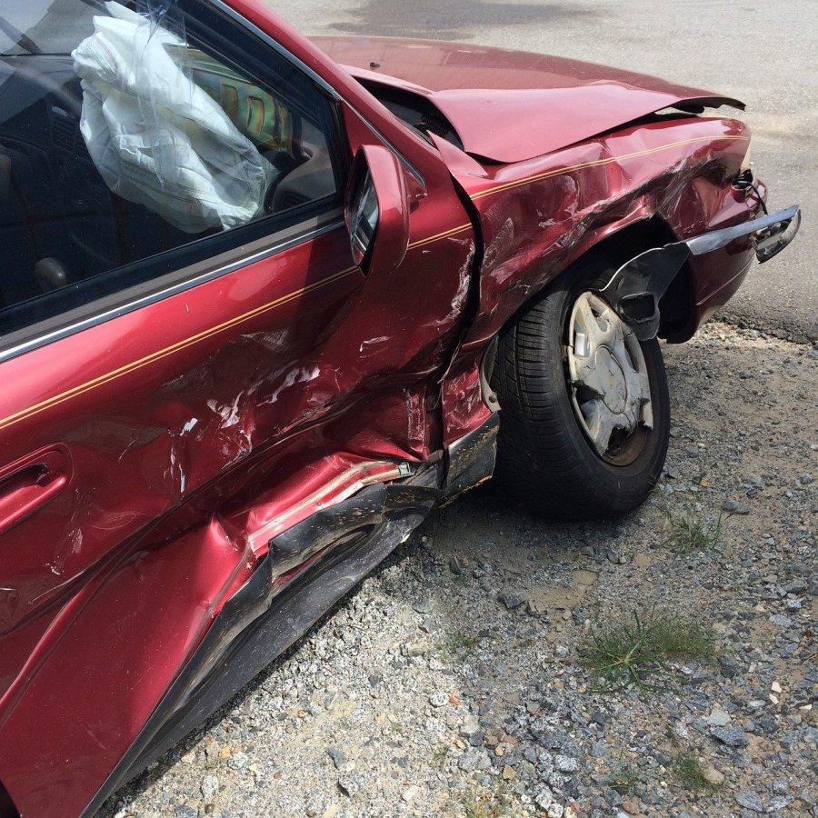 Szkoda całkowita a AC - co musi teraz wiedzieć każdy kierowca?