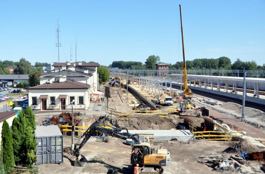 Trwa przebudowa dworca PKP w Trzebini. Zobaczcie postępy (WIDEO, ZDJĘCIA)