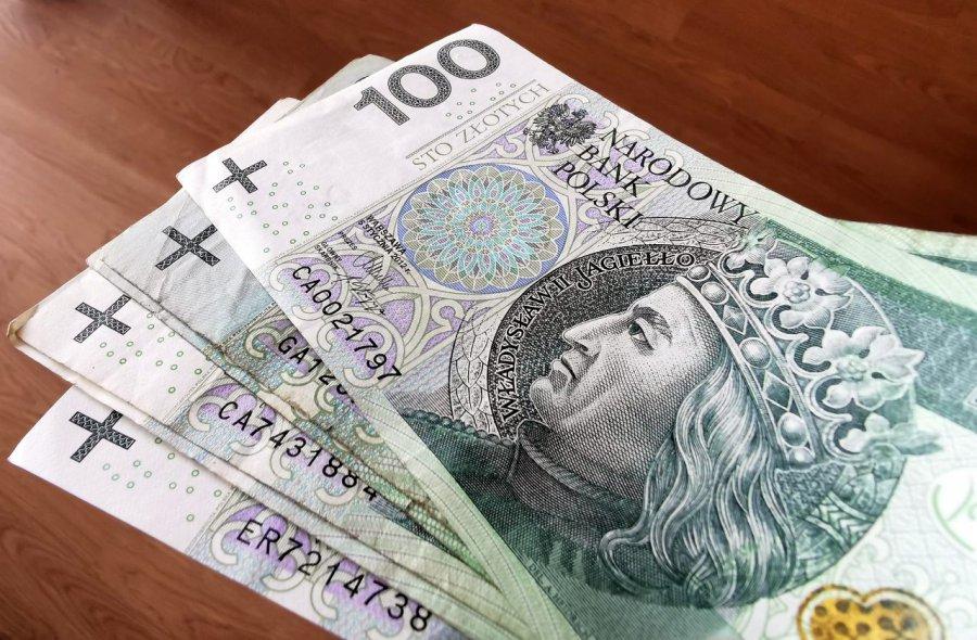Pieniądze czekają na uczniów. Kto może je dostać?