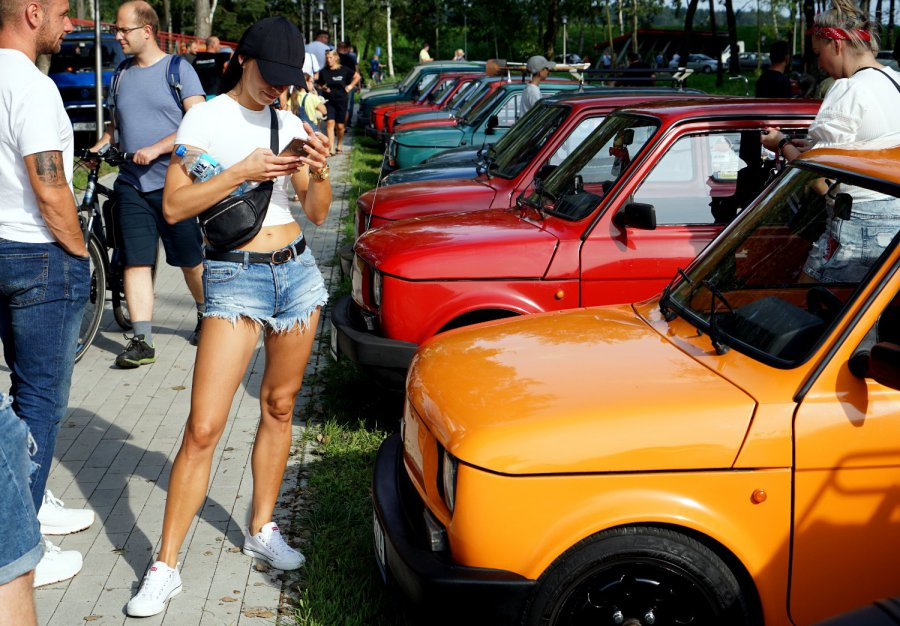 Ponad 150 starych aut i dużo ludzi nad zalewem Chechło (WIDEO, ZDJĘCIA)