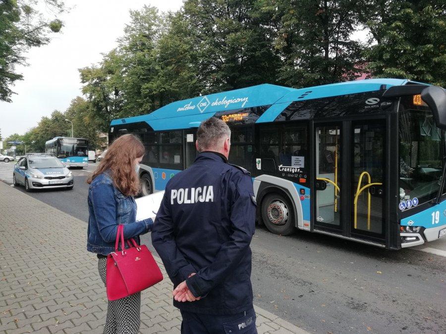 Koronawirus. Policja i sanepid kontrolują autobusy ZKKM