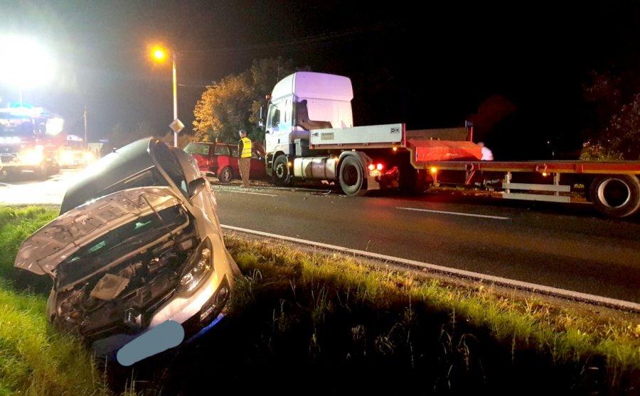 Wypadek na krajówce. Zderzyły się trzy samochody