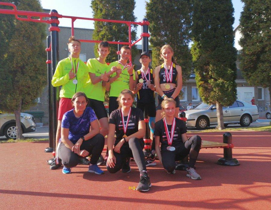 Reprezentanci Victorii Trzebinia wyskakali i wybiegali kolejne medale