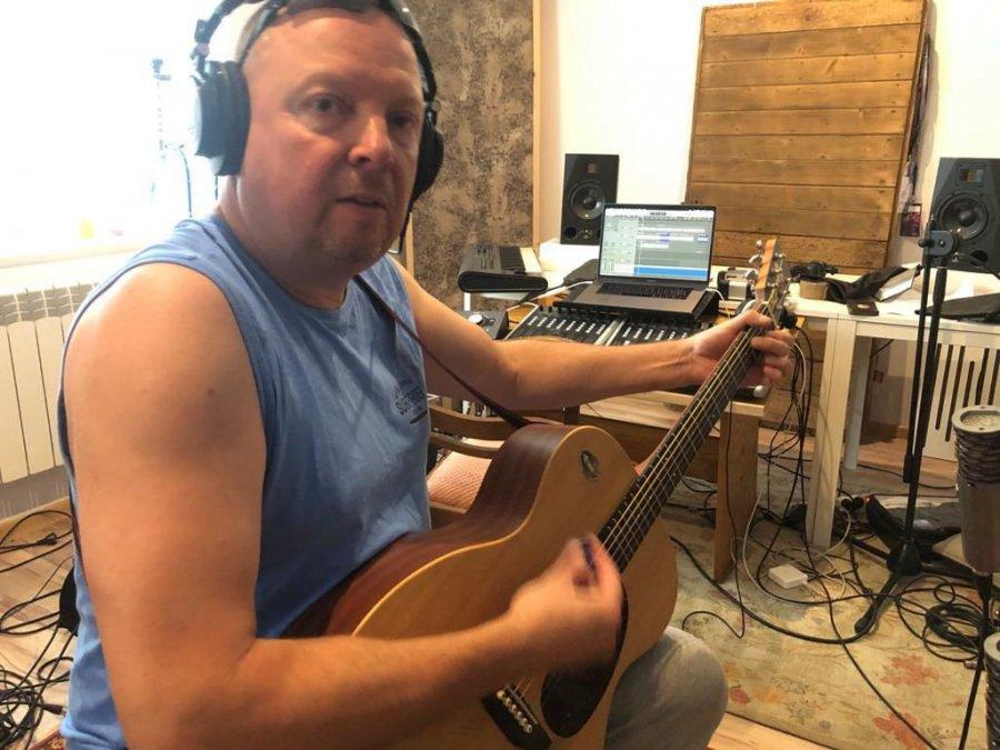 Były gitarzysta Szpala nagrywa płytę (WIDEO)