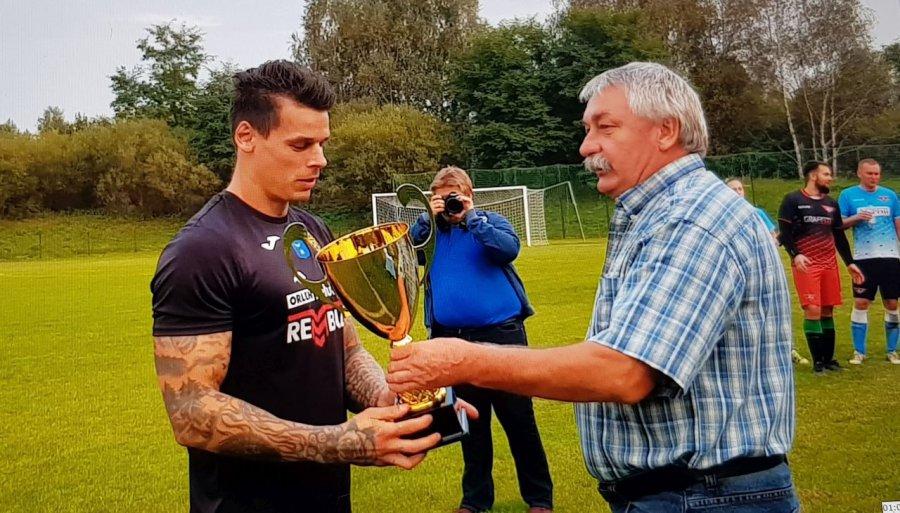 Piłkarze MKS Trzebinia wywalczyli puchar i 600 złotych (WIDEO)