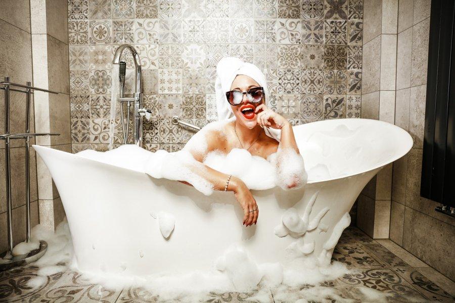 Kąpiel w wannie czy prysznic – co jest zdrowsze?