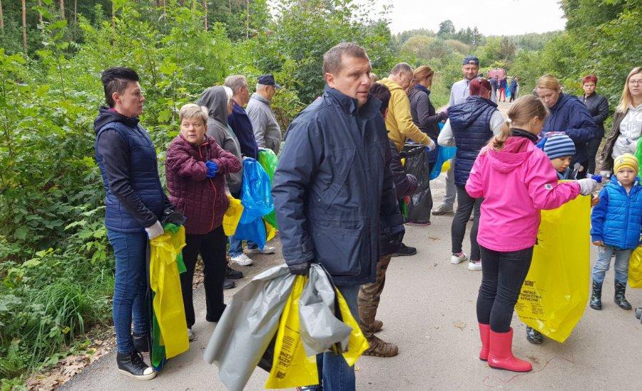 W Libiążu mieszkańcy posprzątali las (WIDEO)
