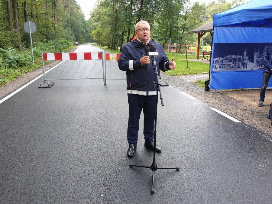 Andrzej Adamczyk pozostanie ministrem