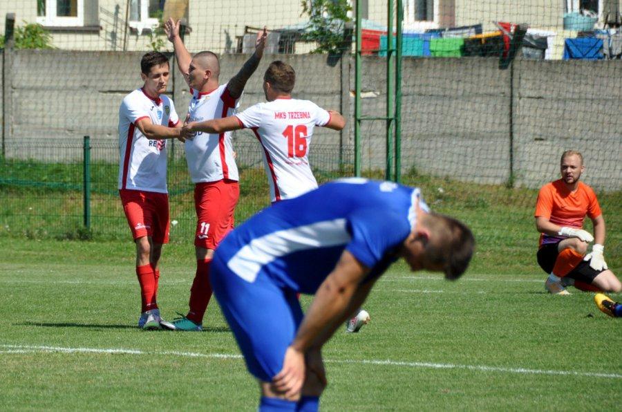 Piłkarze z Trzebini w drodze po rekord