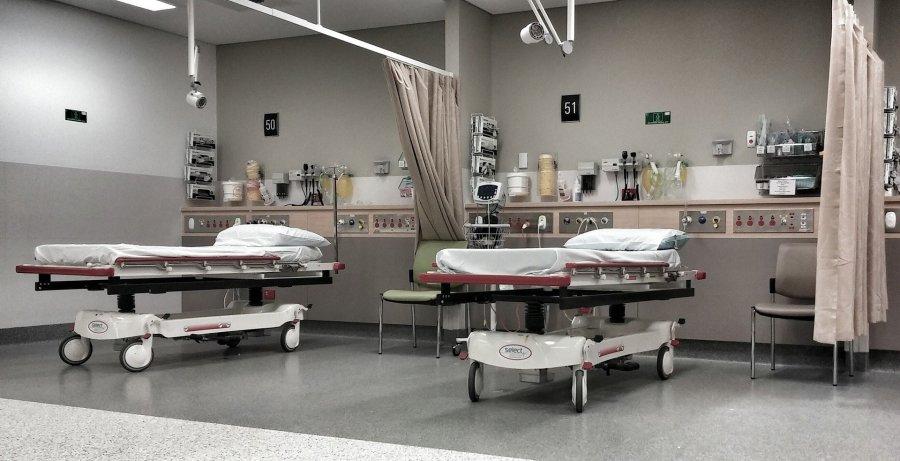 Chorych na COVID-19 wymagających hospitalizacji trzy razy więcej niż miejsc w szpitalach