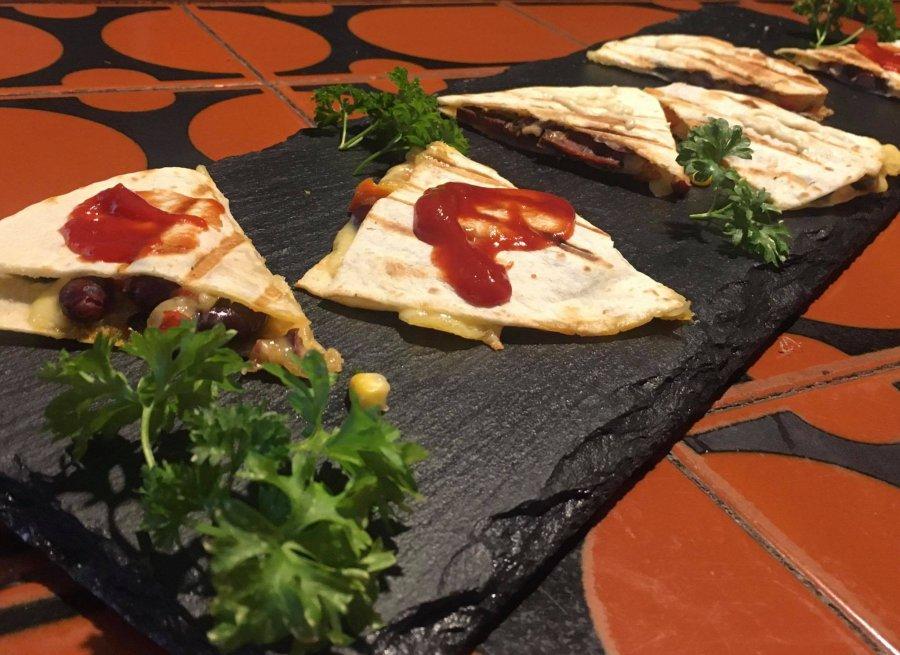Quesadillas z chorizo i czarną fasolą