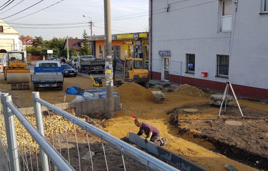 Trwa modernizacja centrum Żarek (ZDJĘCIA)