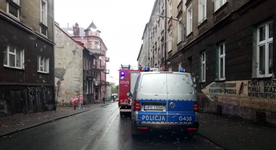 Policja, straż pożarna i pogotowie na Grunwaldzkiej w Chrzanowie