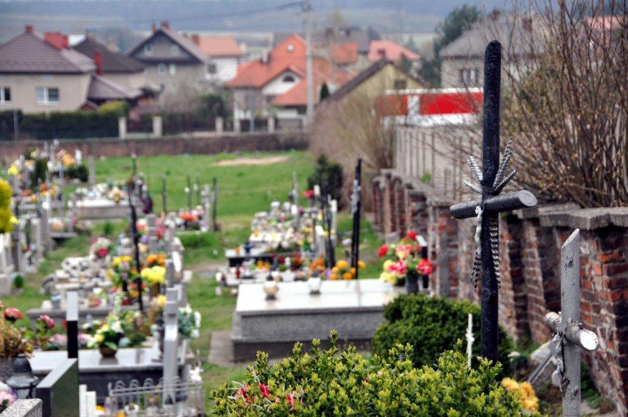 Żołnierze, księża i działacz Solidarności. Wszyscy spoczęli na tym cmentarzu