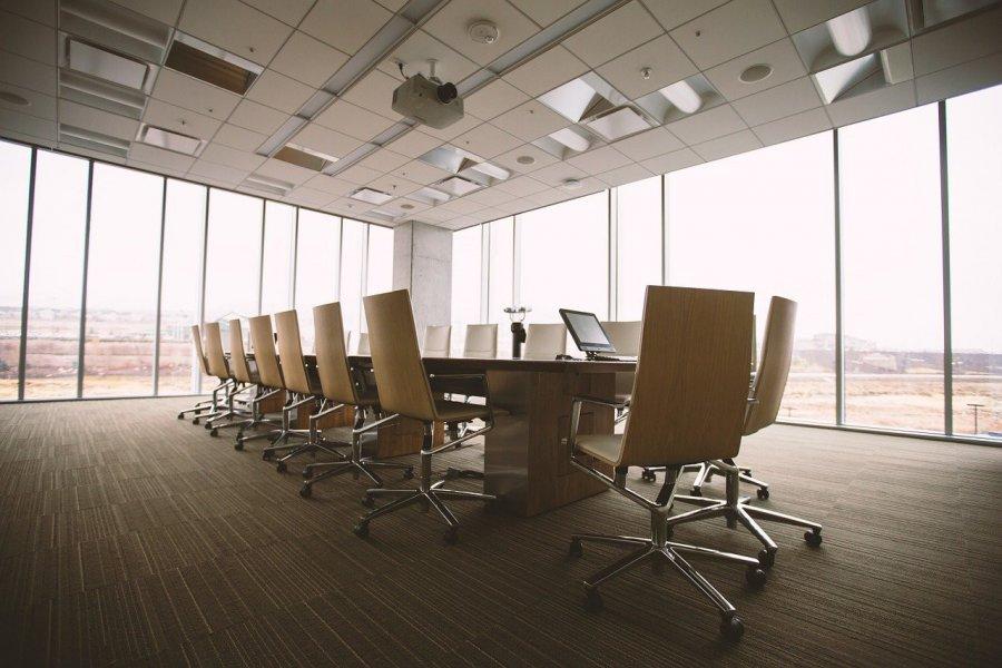 Jakie oświetlenie do biura sprawdzi się najlepiej?