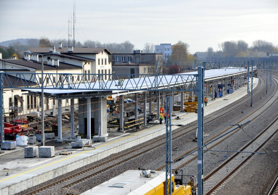 Zobaczcie, jak wyglądają postępy przebudowy stacji PKP w Trzebini (WIDEO, ZDJĘCIA)