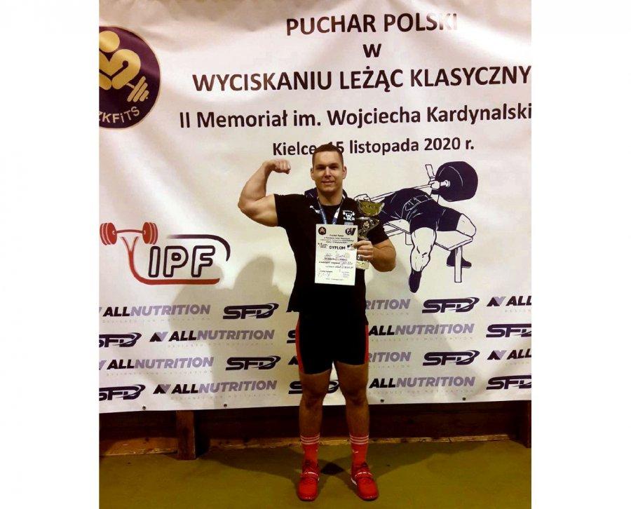 Mieszkaniec Karniowic zdobył Puchar Polski w wyciskaniu sztangi leżąc