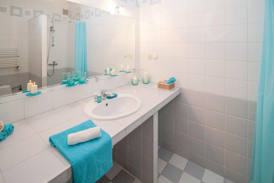 Jakie oświetlenie nad lustro w łazience?