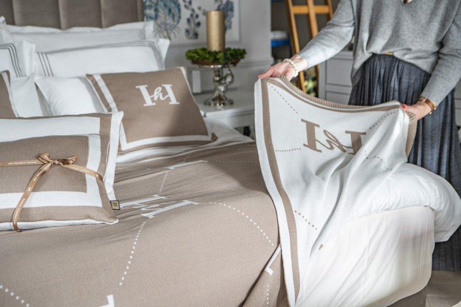 Tekstylia domowe – jak dobierać, łączyć nakrycia i elementy ozdobne w domu na jesień?