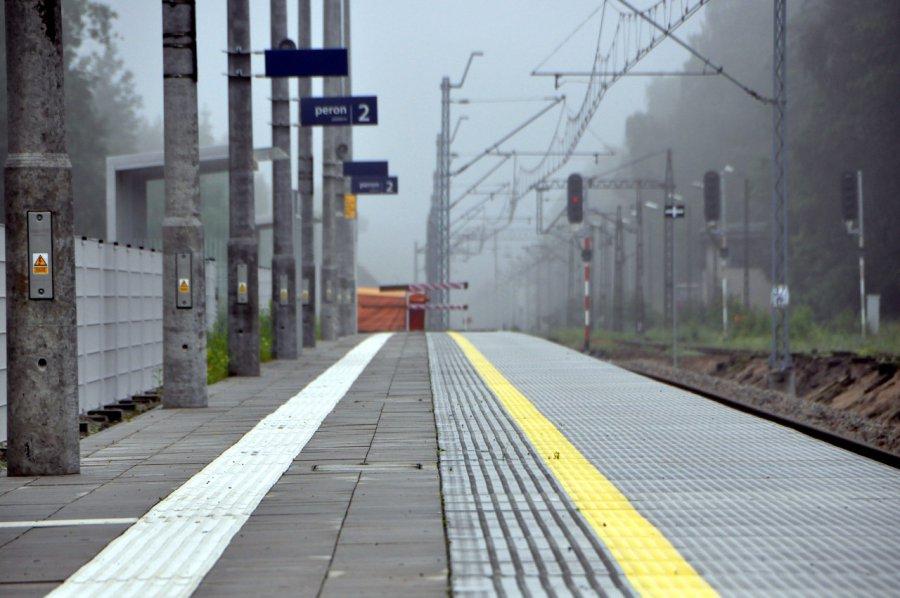 Gdzie dzwonić, gdy peron jest nieodśnieżony