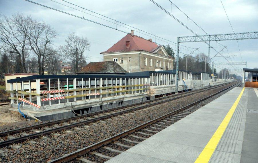 Zobaczcie, jak obecnie wygląda przystanek kolejowy w Dulowej (WIDEO, ZDJĘCIA)