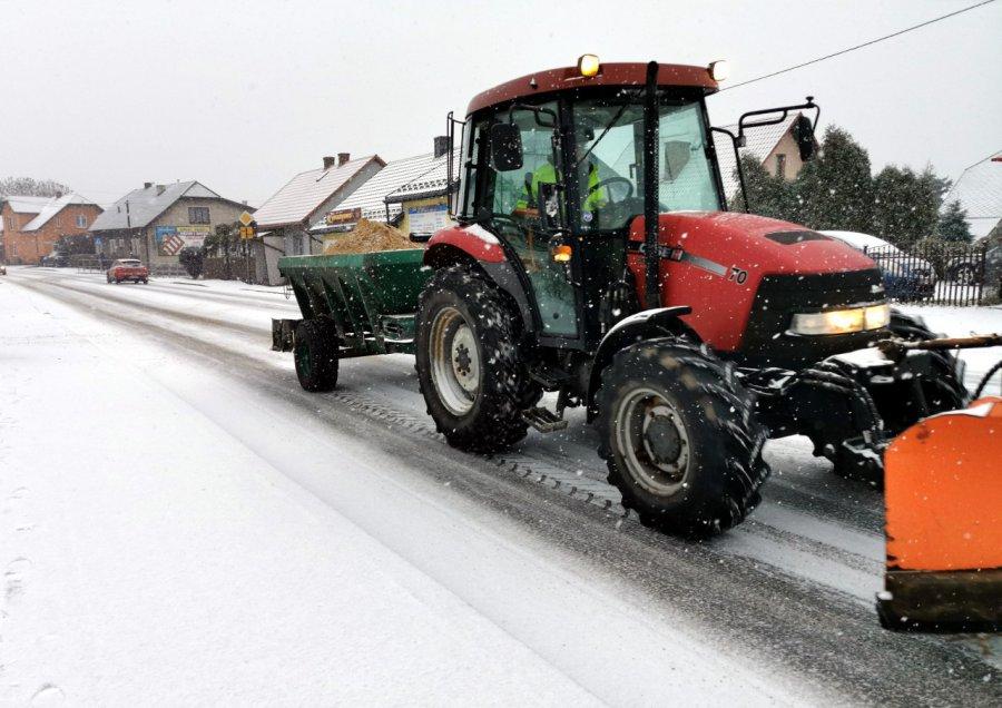 Spadł śnieg. Gdzie zgłaszać nieodśnieżone drogi?