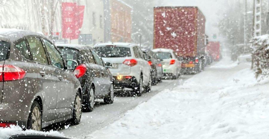 Korki na drogach. Kierowcy mówią, że zima znów zaskoczyła drogowców