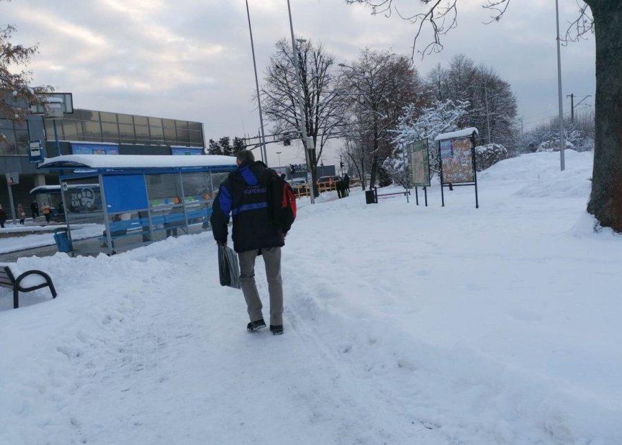 Śnieg i lód na drogach i chodnikach