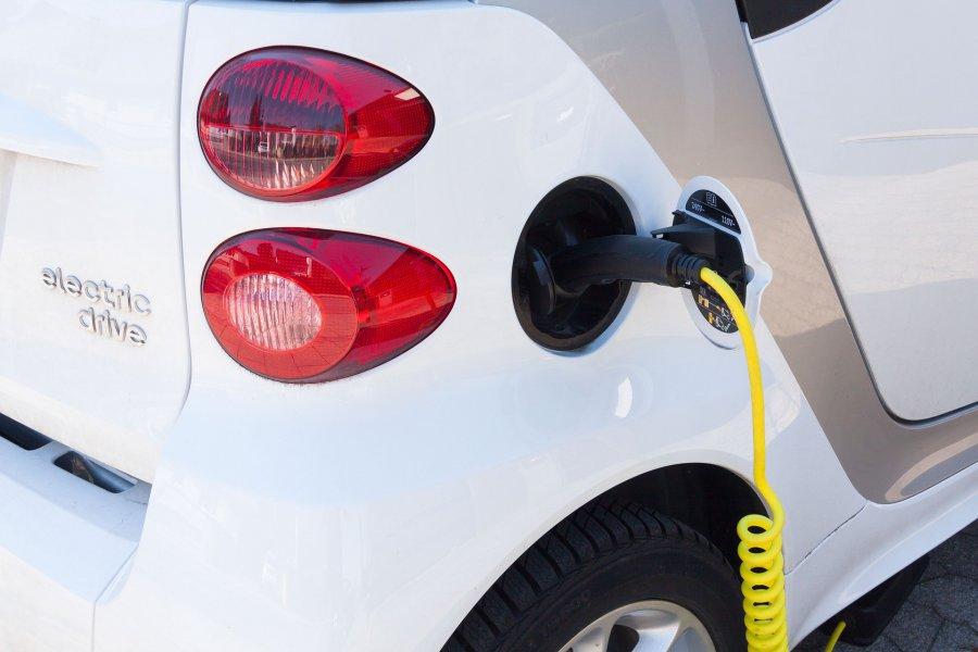 7 samochodów elektrycznych i 56 hybrydowych zarejestrowano w powiecie chrzanowskim w 2020 roku