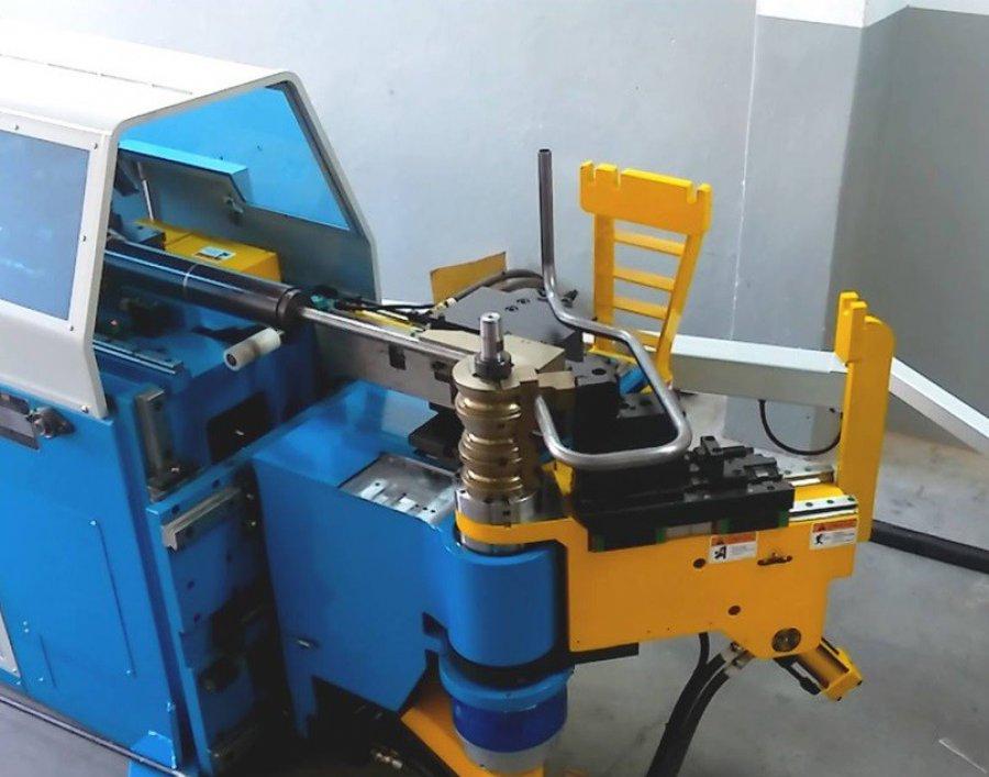 Produkcja mebli stalowych oraz metalowych elementów meblowych dzięki gięciu rur i profili