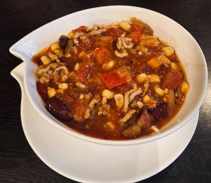 Chili con carne, czyli pikantny teksański przysmak z mięsa i papryki