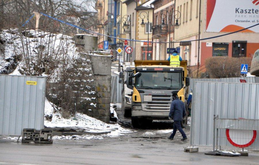 Zaczęło się wyburzanie wiaduktu nad Krakowską w Chrzanowie (WIDEO, ZDJĘCIA)