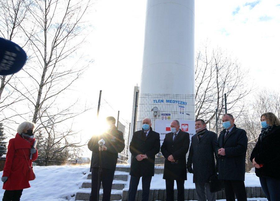 Wojewoda małopolski pod kosztowną instalacją tlenową w Chrzanowie (WIDEO)