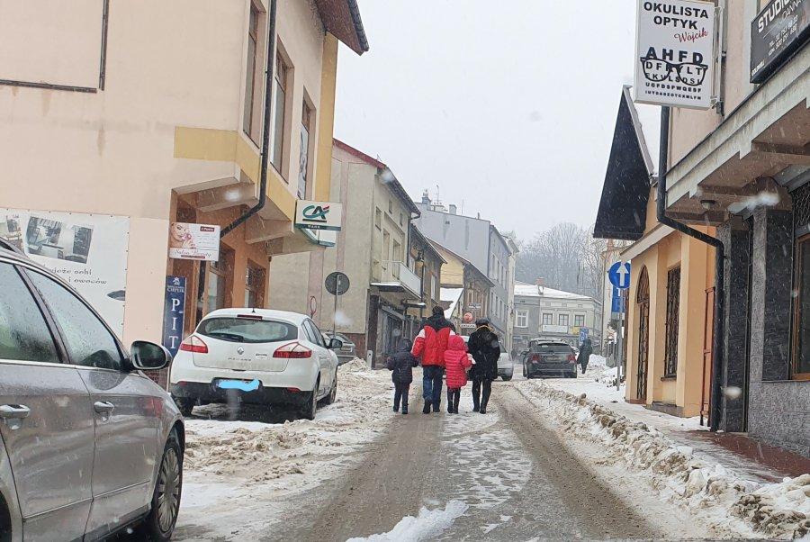 Centrum Chrzanowa coraz bardziej tonie w śniegu (ZDJĘCIA)