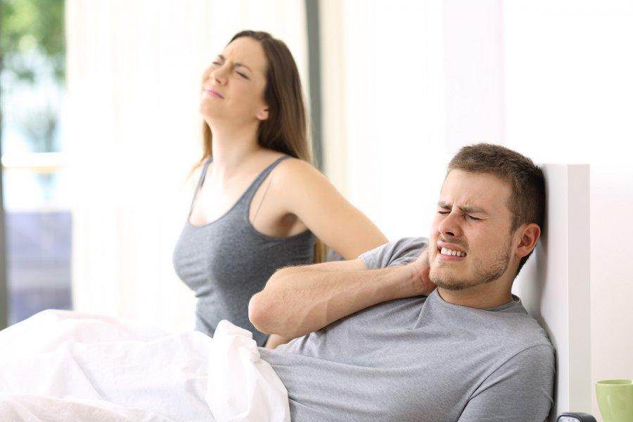 Jaki materac do spania powinny wybrać osoby skarżące się na ból pleców?