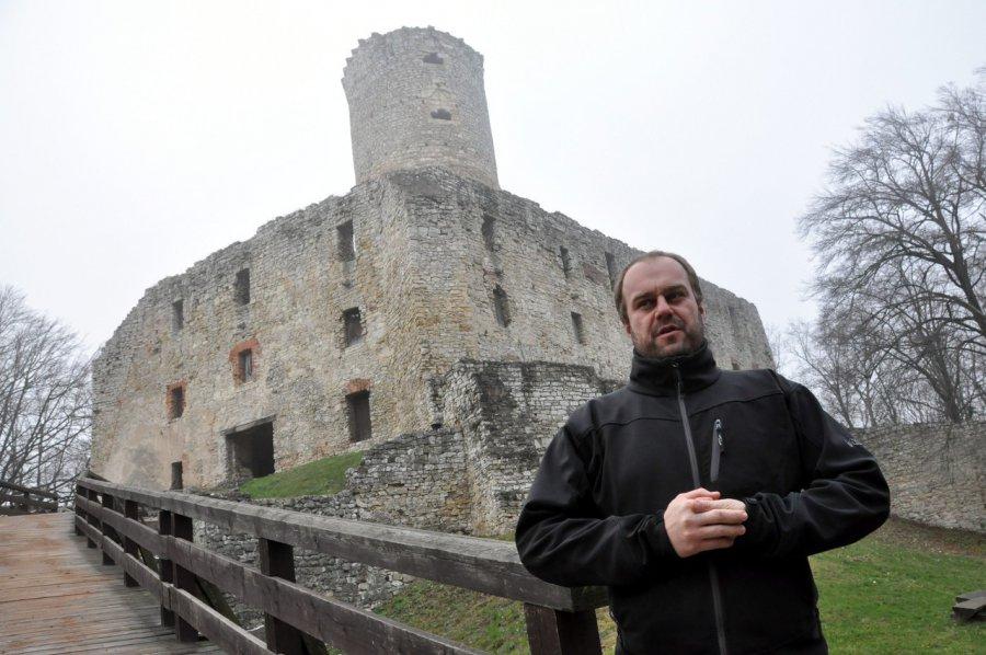 Zamek, duchy i młoda kobieta, która spadła z wieży