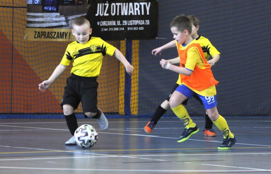 """300 dzieci zagrało w piłkę nożną w turniejach """"Lokomotywa Cup"""" (WIDEO)"""