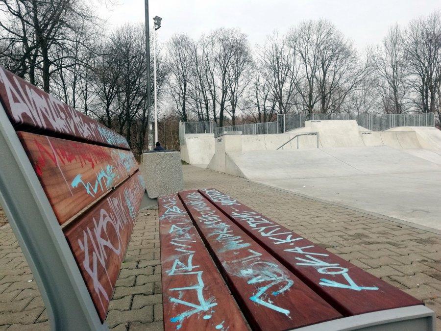 Nowy skatepark w Chrzanowie otwarty i już pełno bazgrołów