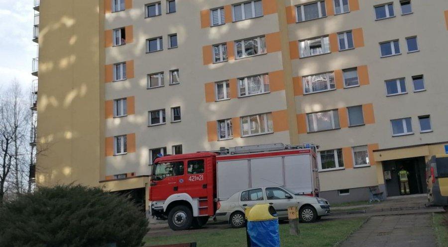 Mieszkańcy bloku poczuli dym i wezwali strażaków