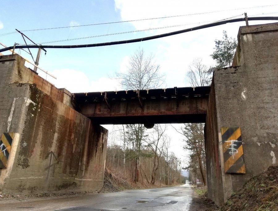 Trwa rozbiórka starego wiaduktu kolejowego na Powstańców Styczniowych w Chrzanowie