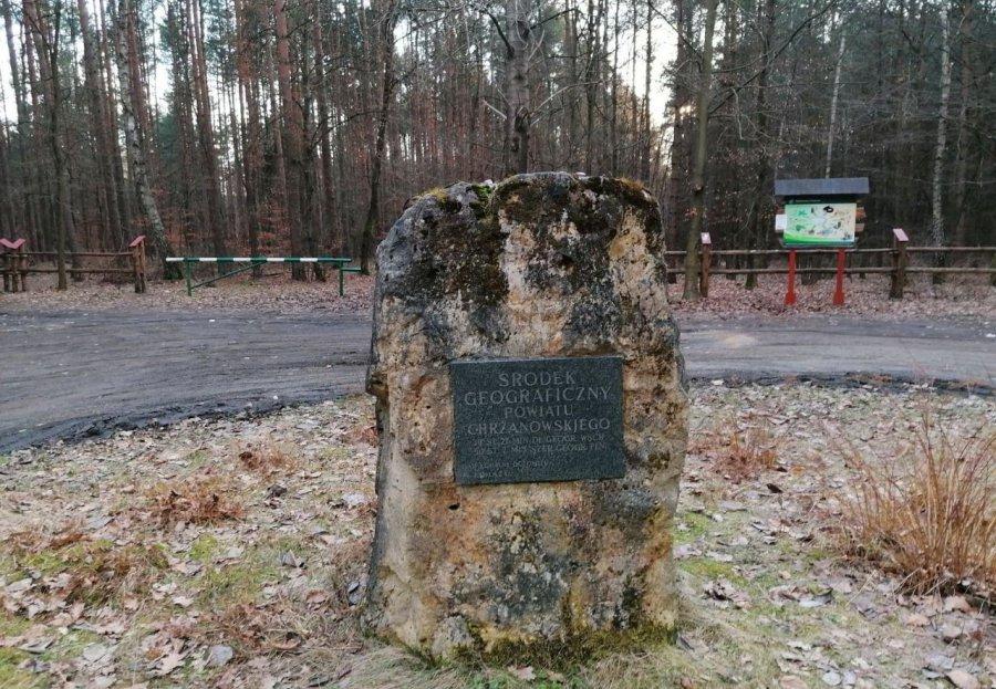 Osiemnaście lat temu stanął kamień wyznaczający środek powiatu