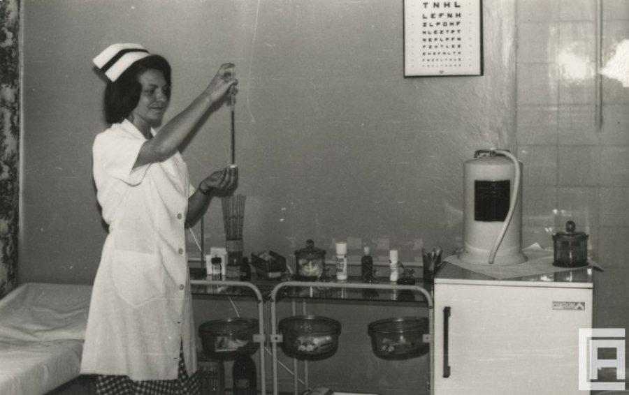 Zabiegi, operacje, uroczystości - służba zdrowia na archiwalnych fotografiach (GALERIA)